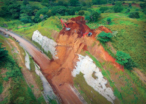 An aerial view of the collapse at km 48 last Friday, forcing the closure of the road betwen Atenas and Orotina for mor than 3 days,