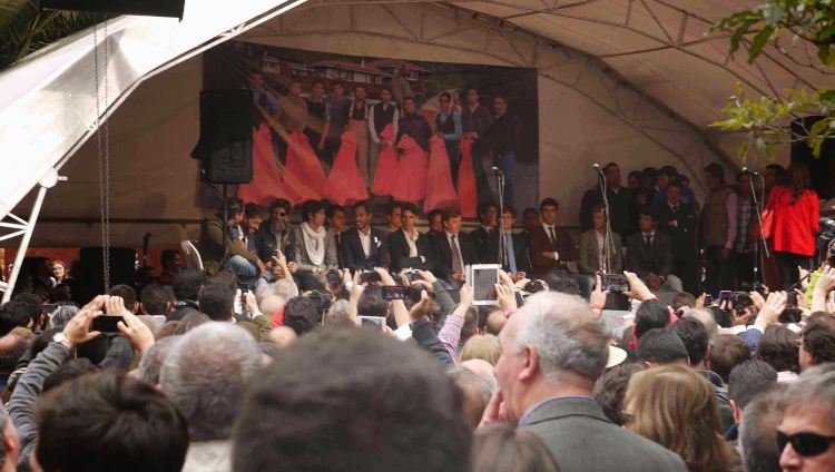 Bullfighters Cesar Rincon, El Juli and others on stage today in front of the Santamaria Plaza.