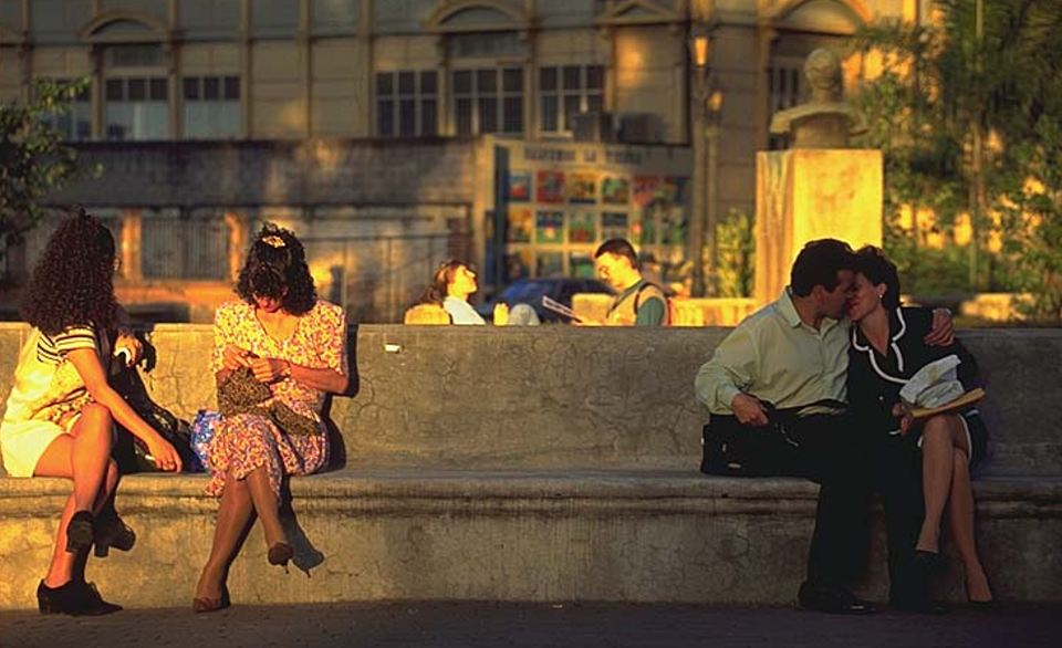 Kissing in Parque Morazan in downtown San José
