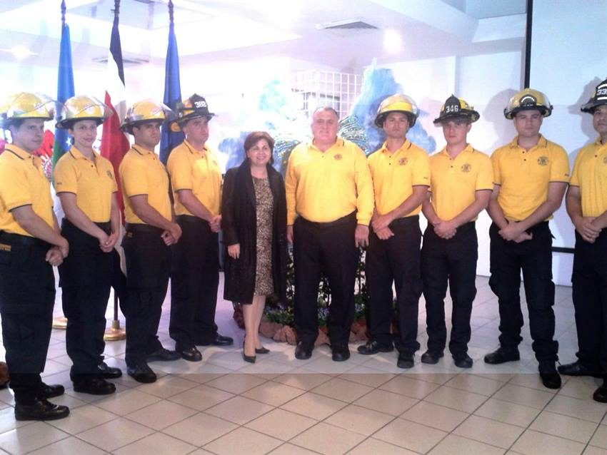 This  year the parade marshall is the Cuerpo de Bomberos (Fire Department).
