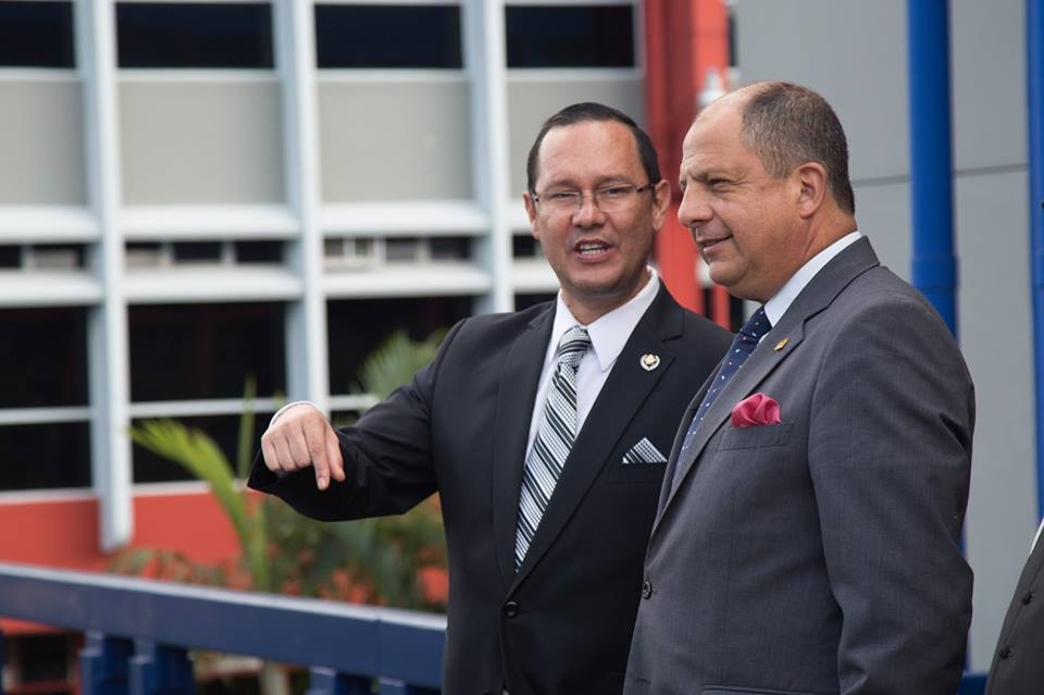In the photo President Solís (right)with the Ministro de Seguridad Publica, Celso Gamboa. Photo from Solís' Facebook page.