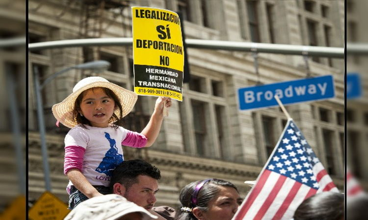 A May 2014 demonstration in support of child migrants in Los Angeles. Photo AmericaEconomia.com