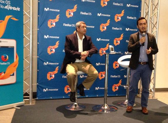 Movistar Costa Rica's Jorge Abadía and Fernando Elías presented the new phone with the Firefox OS operating system. The phone arrived in Costa Rica 14 months after being introduced in other countries.