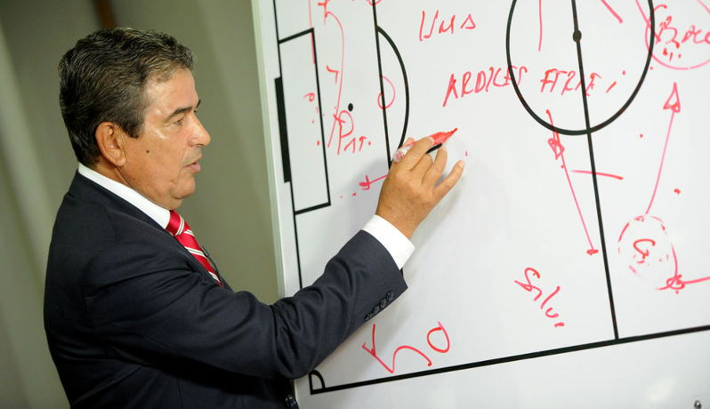 Colombian coach Jorge Luis Pinto will replace Costa Rica's Hernan Medford, one of the fierced critics of Pinto following the World Cup 2014.