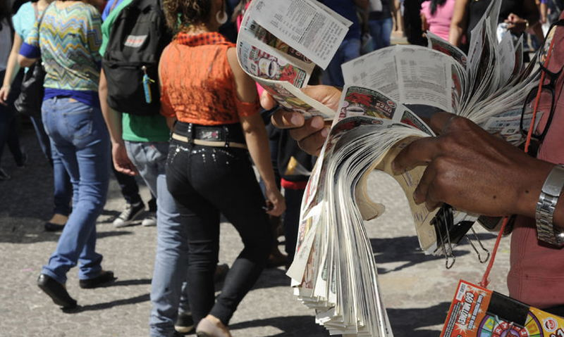 JPS (legal lottery) being sold on the streets of San José. Photo: Graciela Solís, La Nacion