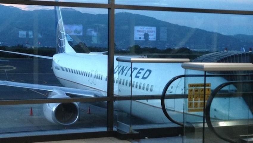 United Airlines Boeing 737-800 at Juan Santamaria airport in San Jose, Costa Rica. Photo: Latinflyer.com