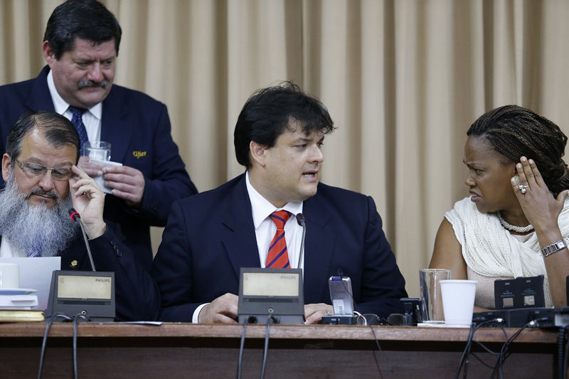 Epsy Campbell (right) reacts to declarations by Daniel Soley (centre) during Thursday's legisative comission hearings.