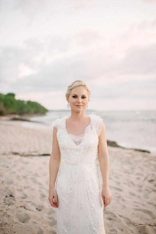 02Colorful-Intimate-Destination-Wedding-Costa-Rica-Comfort-Studio-bride-Jenny-Packham