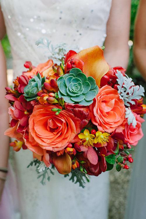 03Colorful-Intimate-Destination-Wedding-Costa-Rica-Comfort-Studio-rose-succulent-bouquet