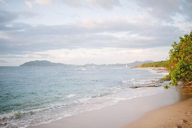 06Colorful-Intimate-Destination-Wedding-Costa-Rica-Comfort-Studio-beach