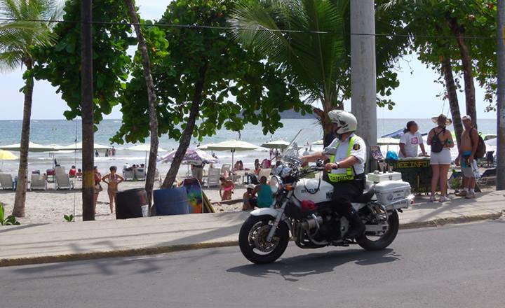 Costa Rica's Transitos (Traffic Cops) At Work – Photos