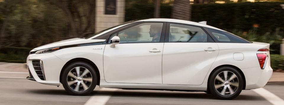 The Toyota Mirai by El Mundo test drive in January 2015
