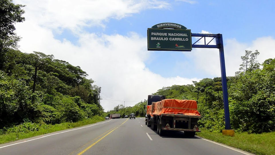 The ruta 32, the San José-Limón highway. Photo Panoramio.com