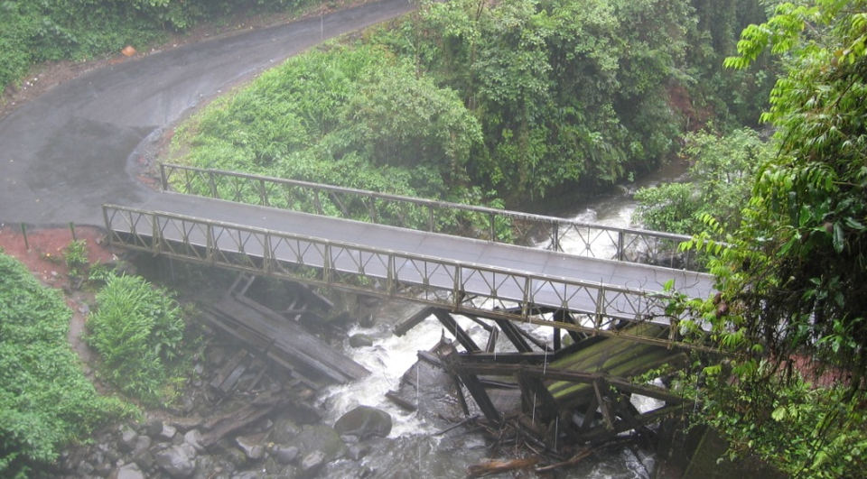 "This bridge is considered a ""good"" bridge in Costa Rica. Photo from Ronmertens.com"