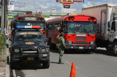 The Guatemalan Army and National Civil Police cooperate to provide security patrols to prevent armed attacks on mass transit buses. [Photo: Araceli Osorio]