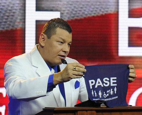 Oscar-Lopez-presidente-PASE-ARCHIVO_LNCIMA20150212_0044_157