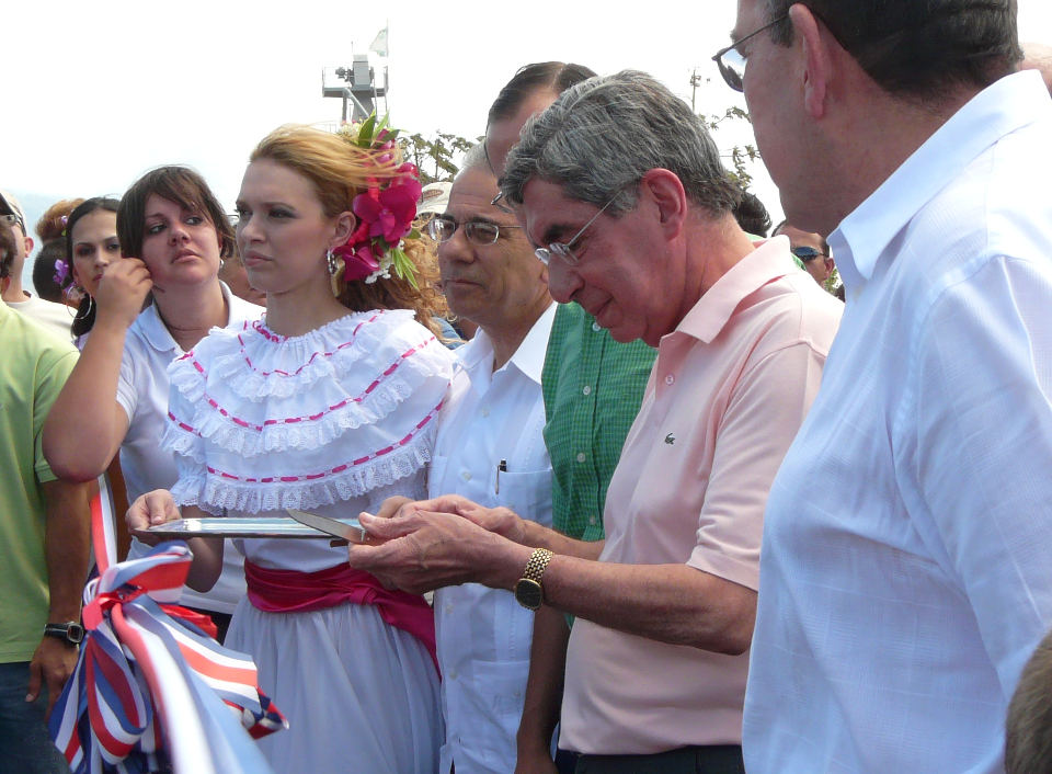 My personal memory of the inauguration ceremony held at the Orotina intersection, after protestors blocked the (unopened) road at Cuidad Colon.