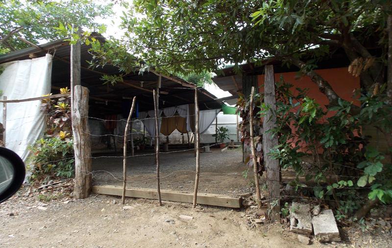 The suspect now leads a congregation that meets in this place, located in Lajas de Santa Cruz neighborhood in Guanacaste.  Photo ÁLVARO DUARTE, La Naciion