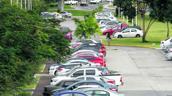 President of Panama Vetoes Free Parking