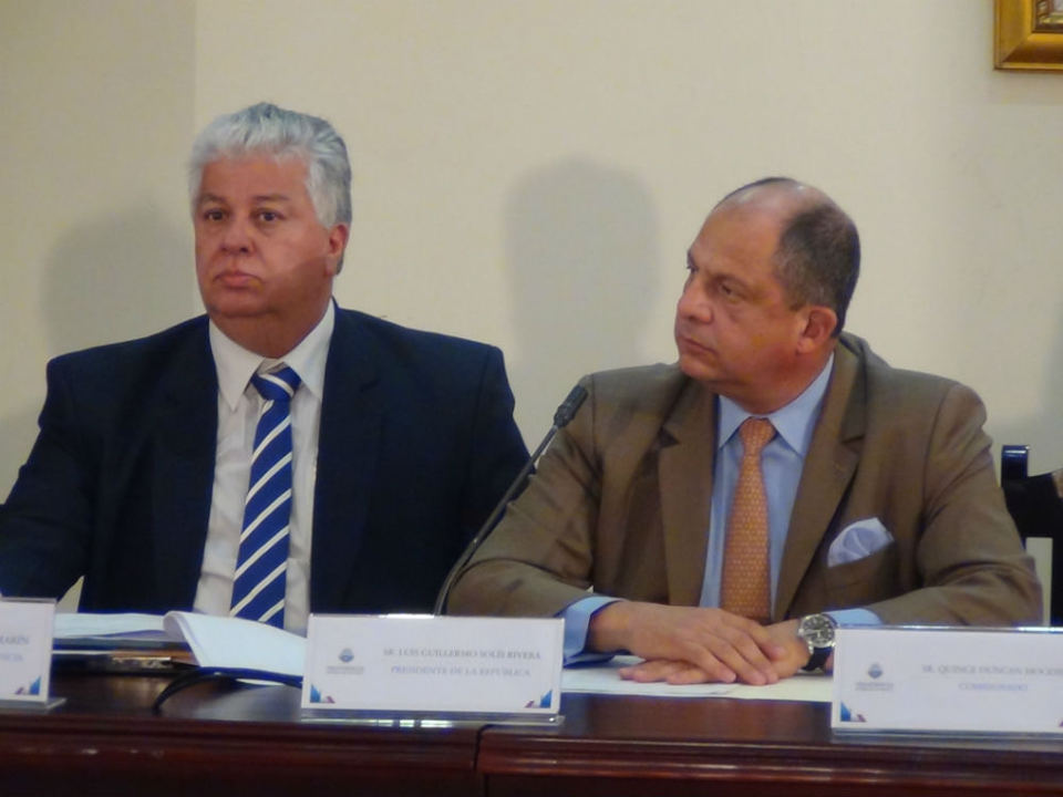 The Minister of the Presidency, Melvin Jimenes (left) and President Luis Guillermo Solis