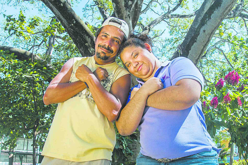 Destiny caused Juan Carlos Briceño and Diana Alvarado to cross paths one day 13 years ago in the Agricultural College. She is deaf and mute so they could not speak until two months later when Juan learned Costta Rican sign language, called LESCO (Lenguaje de Señas Costarricense).