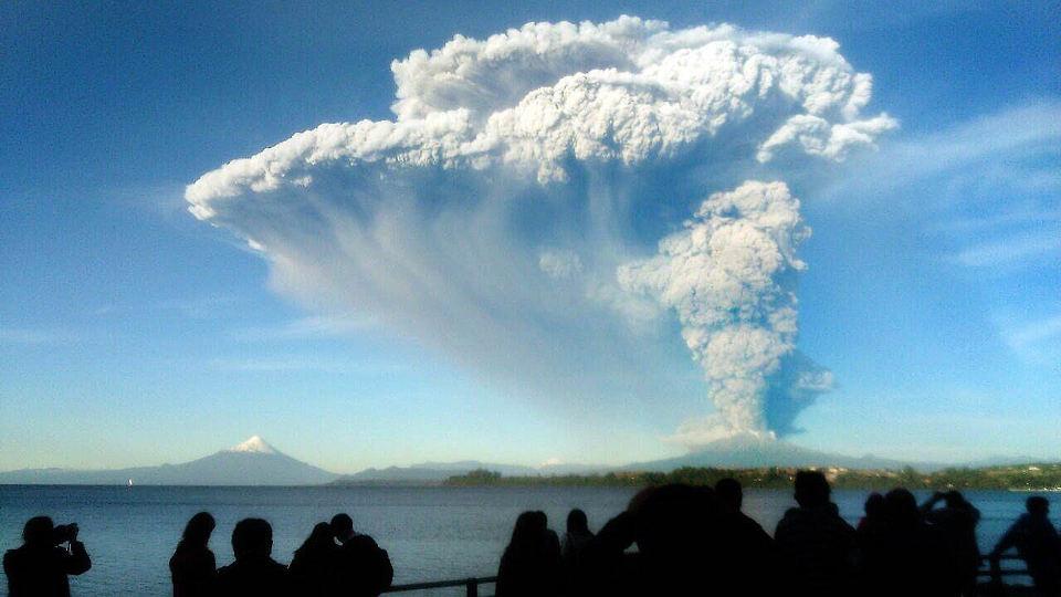 150422-chile-volcano-mn-1755_8f843bf50c141012fc34736712bf9425.nbcnews-ux-1360-800