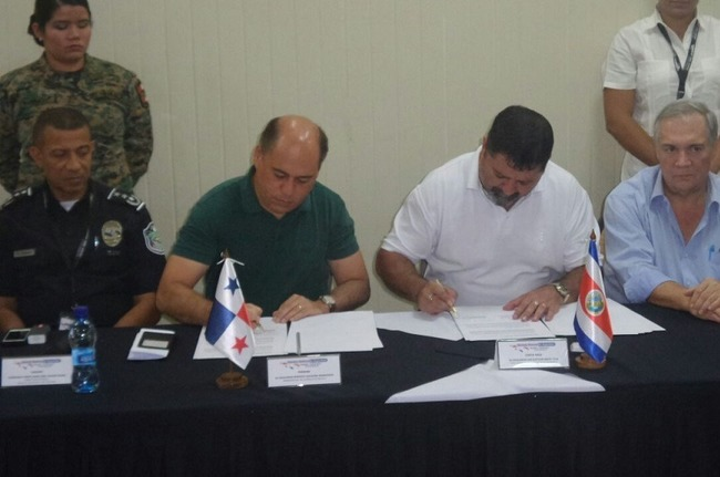 Panamanian Security Minister Rodolfo Aguilera, second from left, and his Costa Rican counterpart Gustavo Mata Vega, second from right, agreed to work together to secure their shared border. [Photo: Panamanian Security Ministry]