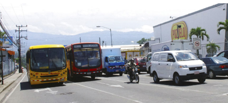 Road to Heredia in the area of La Uruca