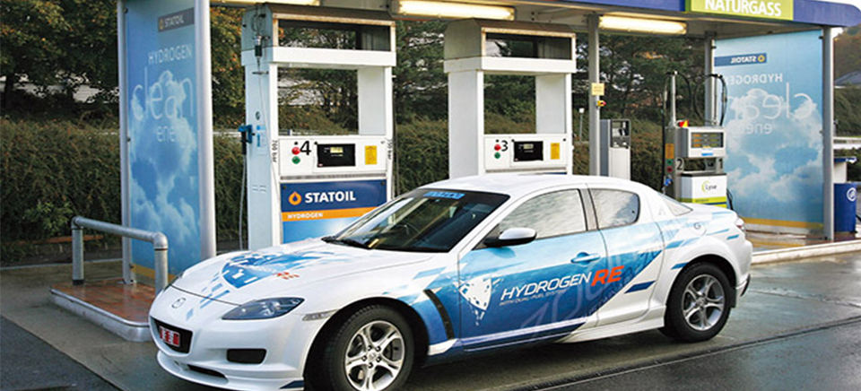 Hydrogen powered vehicle and fuelling station. Image for illistrative purposes.