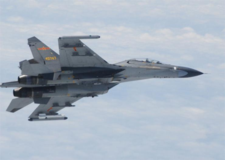chinese-fighter-jet-over-east-china-sea