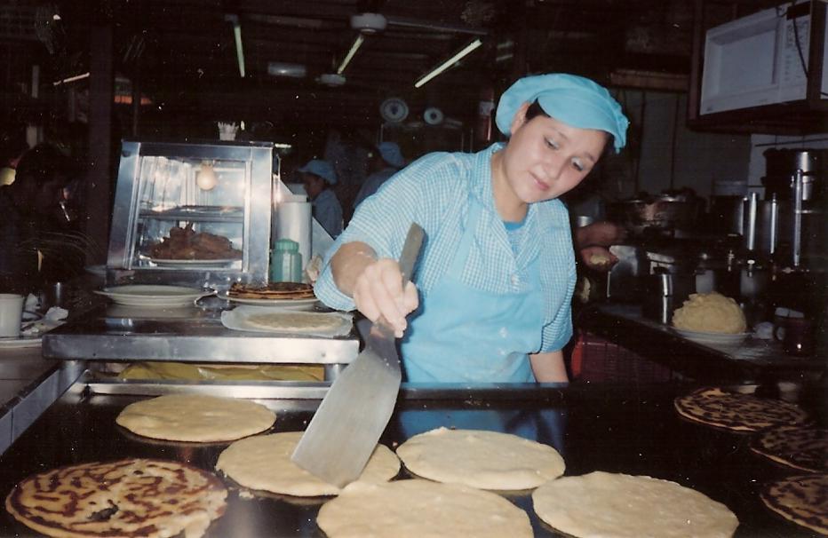 Making tortillas in the mercado central de Heredia. Photo from whitewraithe.wordpress.com