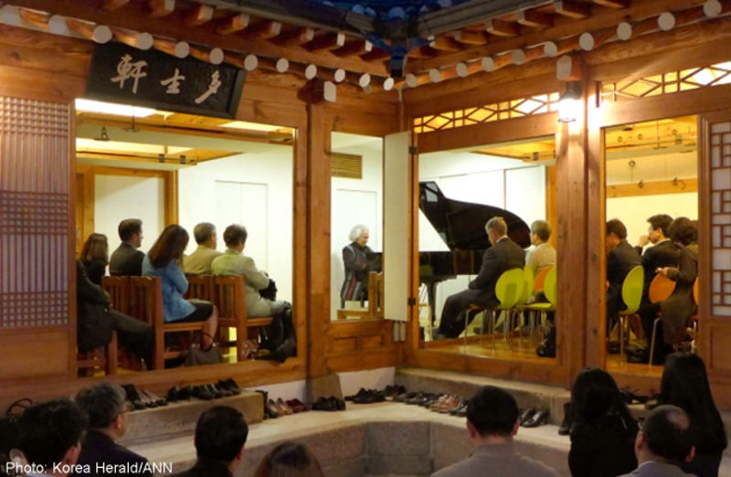 Pianist Manuel Obregon plays Costa Rican music at a traditional Korean house in Bukchon Hanok Village in Seoul on Wednesday.