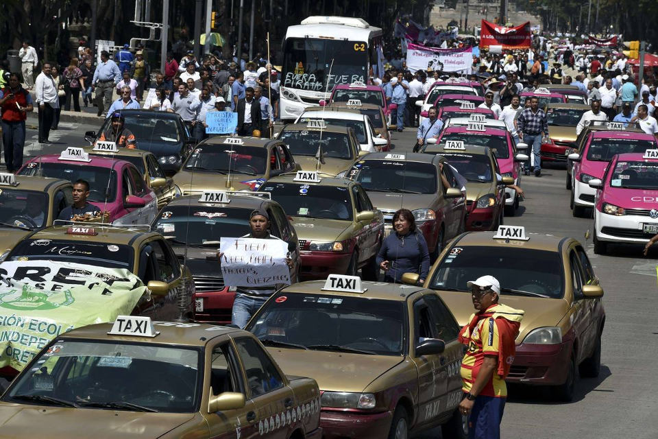 axi drivers take part in a protest against the private taxi company Uber in Mexico City on Monday. Photo: Yuri Cortez/Agence France-Presse/Getty Images
