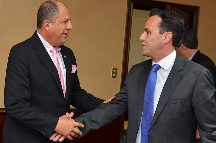 Costa Rica President Luis Guillermo Solis (left) with Carlos Arroyo.