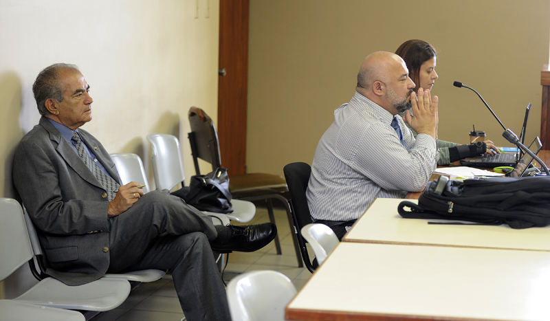 In the photo Pedro Pablo Quiros sits behind his lawyers Federico Campos  and Sulay Rojas.