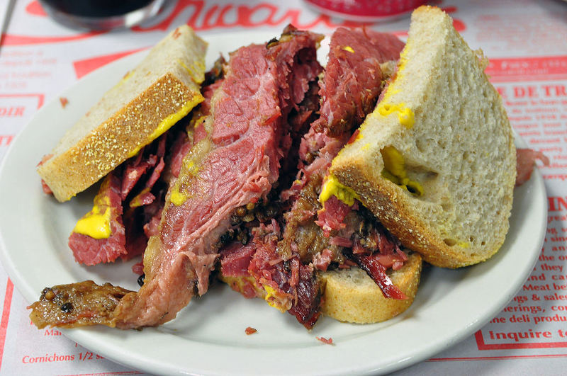 1024px-Schwartz_smoked_meat_montreal