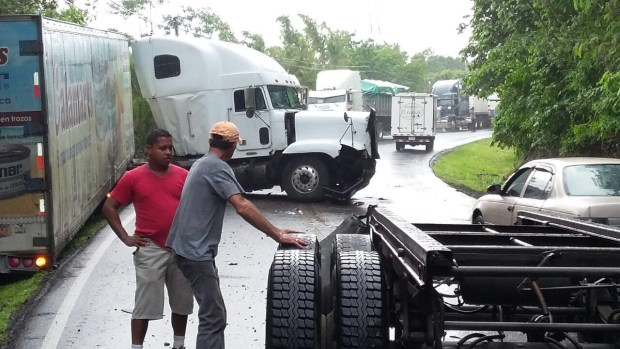 Making the situation worse, an accident Wednesday afternoon chocked off for a time the Interamericana