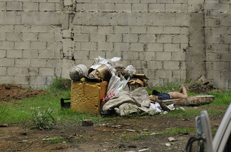 Homeless, immigrants and indigenous people in border areas top the list of people without sanitation. Photo La Nacion