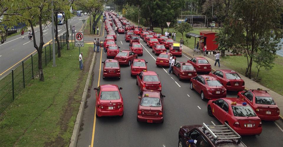 Ruta 27 Between La Sabana and Escazú Closed Due To Protests By Taxi Drivers