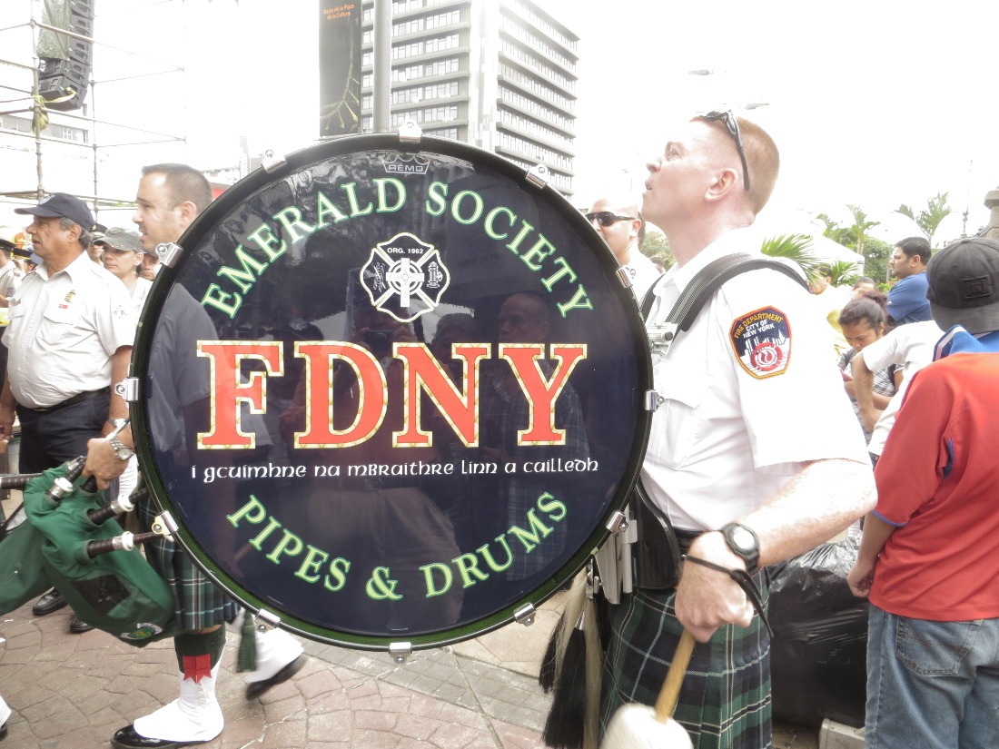 Flown in from the USA for the occasion, the Emerald Society Pipes and Drums from the New York City Fire Department entertained the crowd.
