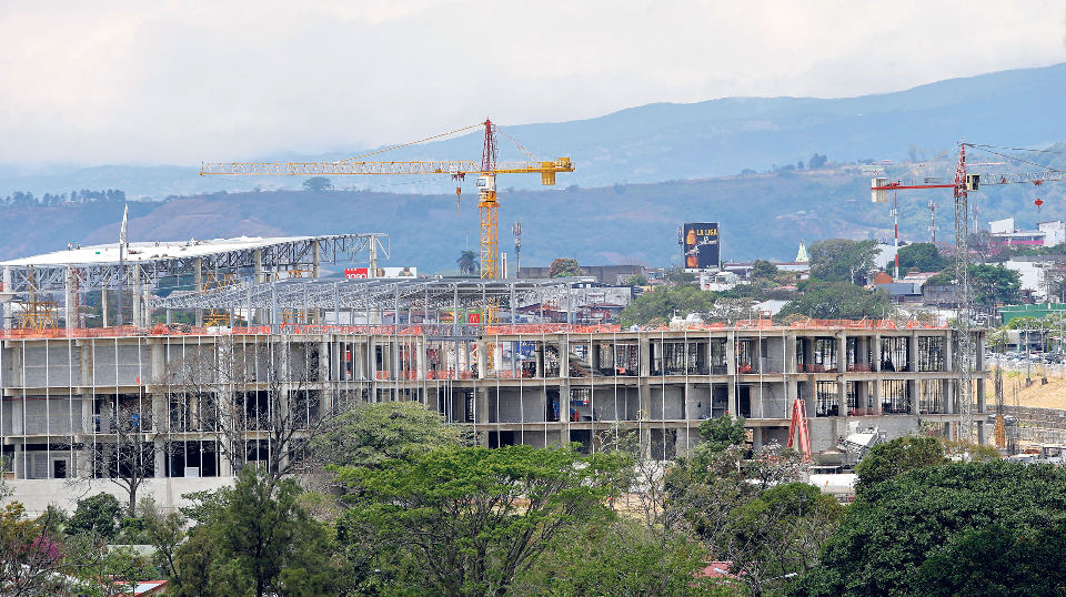 Construction of City Mall project in Alajuela, to be the largest mall in Costa Rica and Central America when it opens in October.