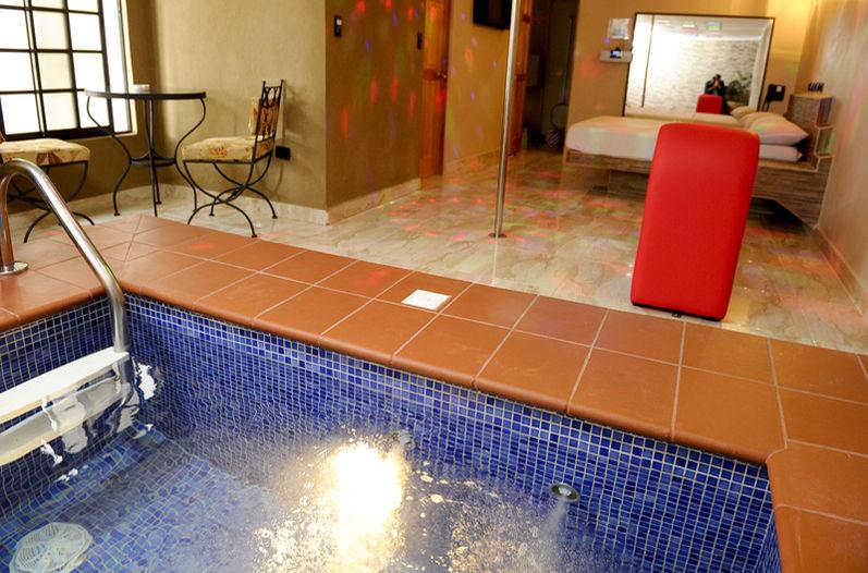 """A """"sex"""" motel room in Costa Rica"""