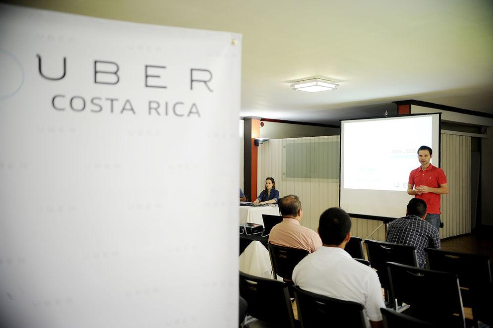 Uber training seminar in la Sabana on Saturday. Photo Marcela Bertozzi, La Nacion