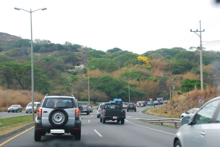 The ruta 27 - the major highway to and from the Central Pacific and the Central Valley can be busy on weekends and holidays.