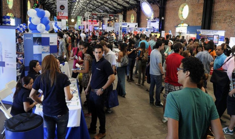 Thousands Of Costa Ricans Daily Line Up For Scarce Jobs