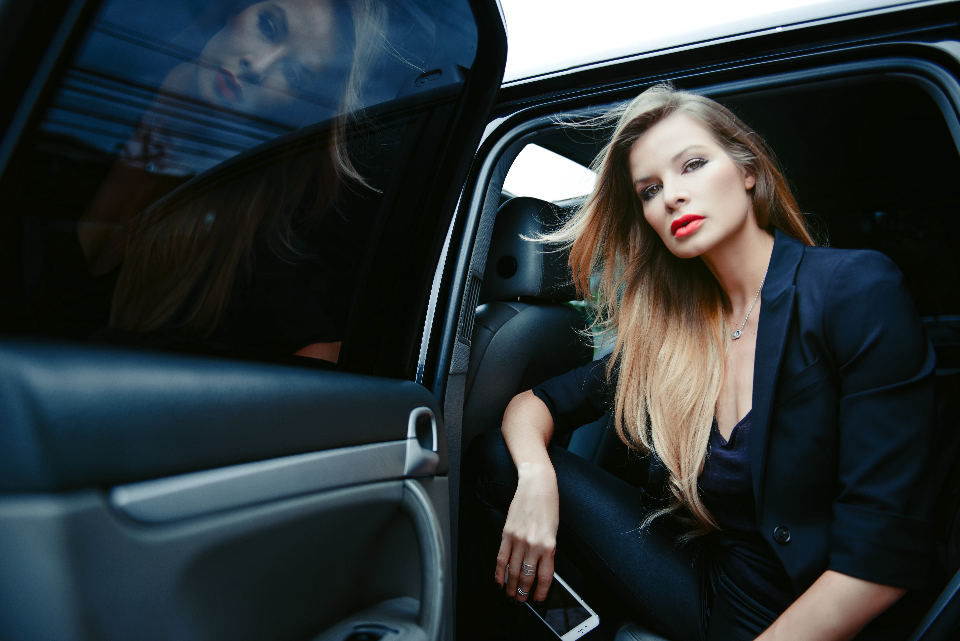 On Friday, Uber's first day of operations in Costa Rica, model and businesswoman, Leonora Jimenez, used the Uber service to get to a meeting. Photo La Nacion