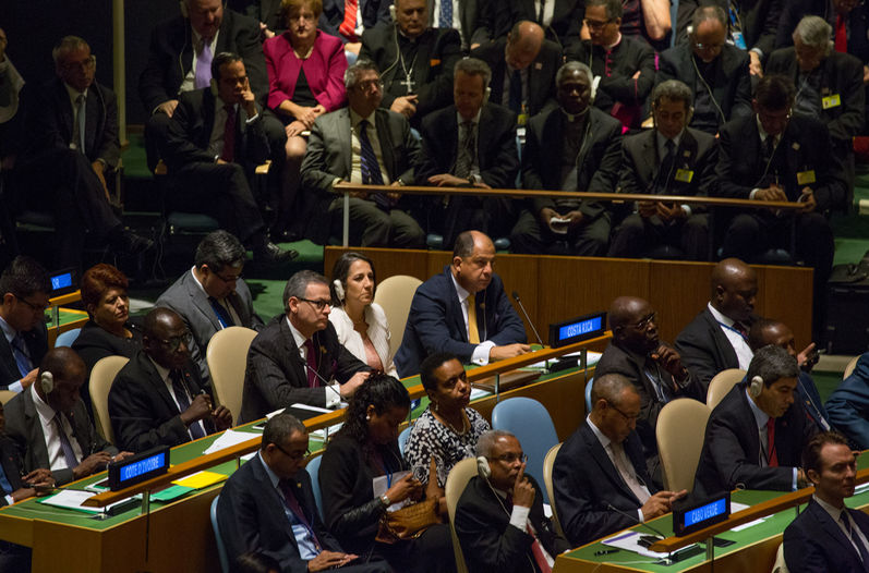 President Luis Guillermo Solis at the U.N. General Assembly listening to the U.N. address by Pope Francis