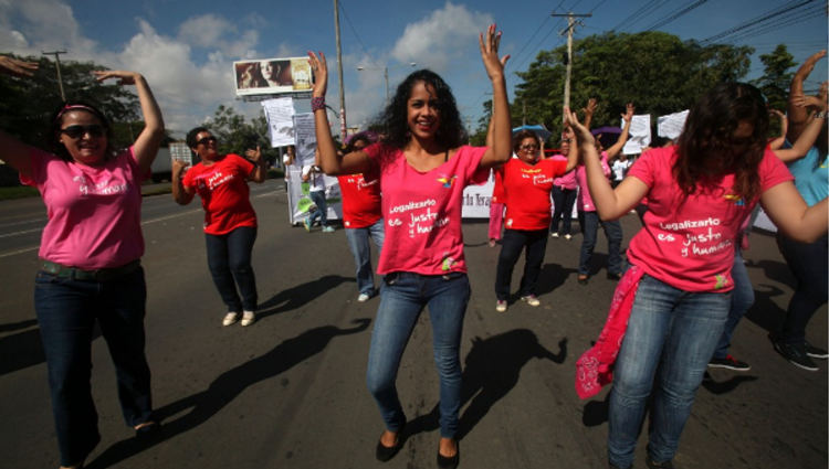 Nicaraguan women protesting last October to demand that therapeutic abortion be legal again in the country. | Photo: EFE