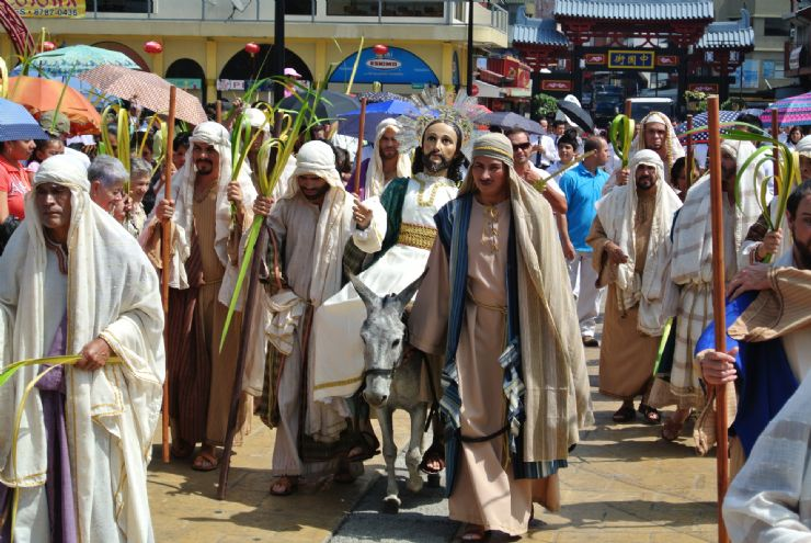 Procession in San Jose for Holy Week