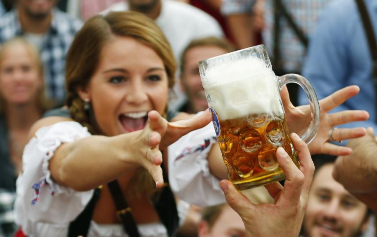 drinking-beer-slows-down-alzheimers-parkinsons-disease